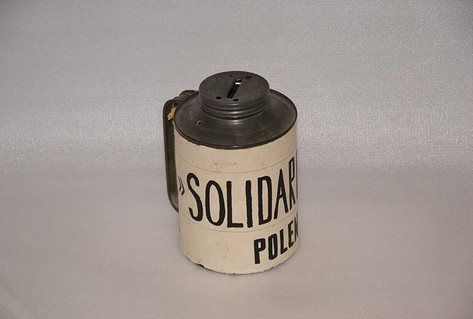Cylindrical collecting tin for coins