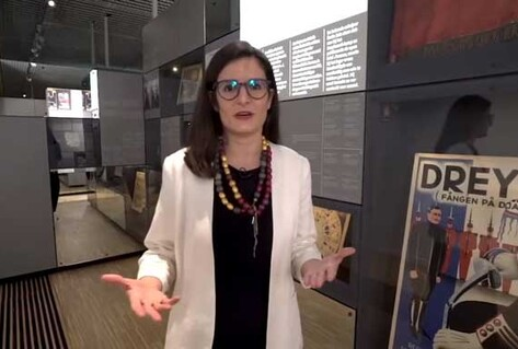 Curator in exhibition space - freedom of expression tour