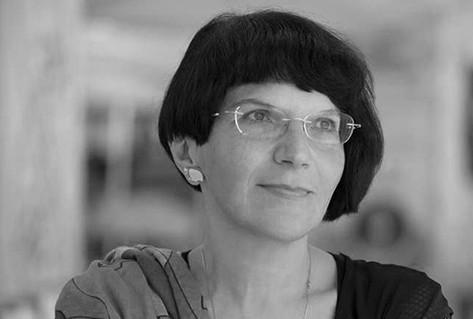 Headshot author Ioana