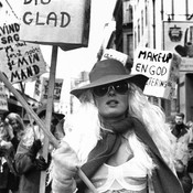 Women with signs protesting in 1970